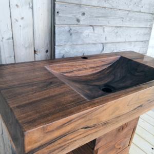 Obdĺžnikové umývadlo z orechového dreva